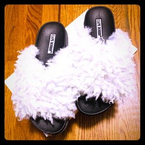 Cape Robbin Shoes - 🔥Cape robbin sheep 🐑 fur flip flop🔥